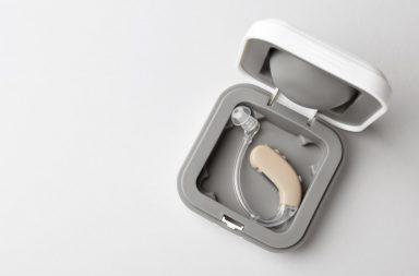 Aparat sluchowy – wybrac model na baterie czy z akumulatorem
